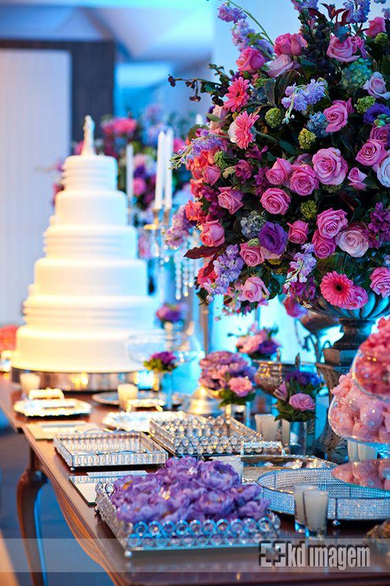 flores nas cores azul, lilas e rosa