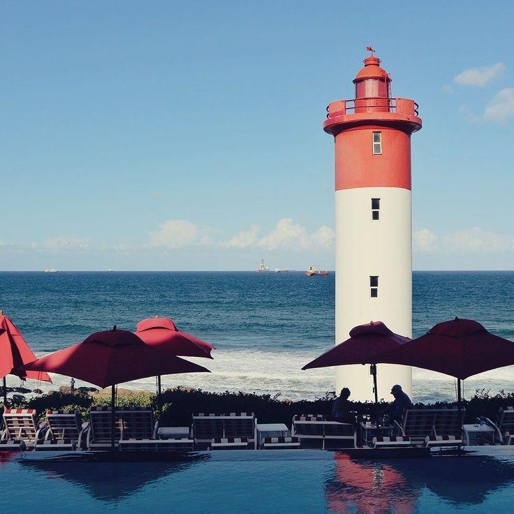 Toda a tranquilidade dos arredores do farol de Umhlanga Rocks pertinho de Durban na África do Sul. . . . #southafrica #africadosul #descubraafricadosul #meetsouthafrica #africa #durban #umhlangarocks #umhlanga #lighthouse #farol #ocean #beach #praia #pool #umbrella #travel #travelblogger #travelgram #travelphotography #instatravel #wanderlust #travelblog #traveltheworld #travelpics #travelphoto#viagem #turismo #dicasdeviagem#blogdeviagem #ferias
