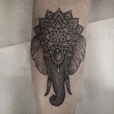 Tatuajes hindús GaneshaGanesha no sólo es el patrono de las artes y las ciencias, también es el dios de la inteligencia, la sabiduría y las letras. Es reverenciado como ahuyentador de obstáculos y hay una leyenda que cuenta su historia; sin embargo, la forma de su cabeza hace alusión a las cualidades del elefante, animales sabios y fuertes, que no caminan alrededor de los obstáculos ni éstos los detienen, sino que los quitan del medio y siguen caminando. - See more at…