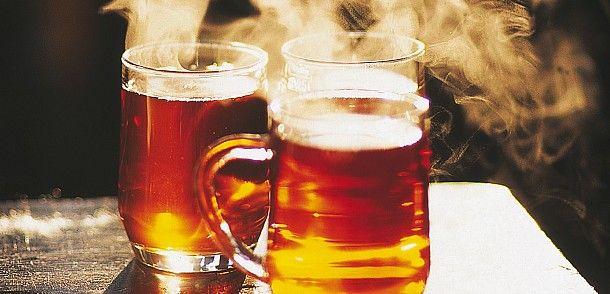 Zwei Gläser dampfend heisser Tee  © Österreich Werbung / Niederstrasser
