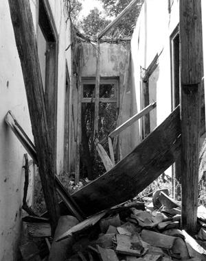 Abandoned house in greece. Photo Klara Markbåge