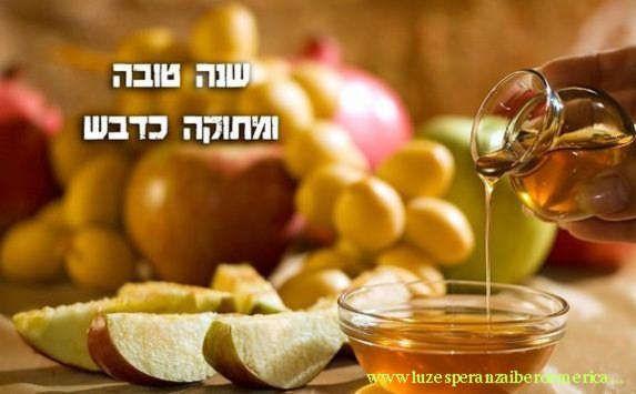 Comienza el Rosh Hashaná, año nuevo judío   Con la salida de la 1era estrella, y deseándose Shaná Tová (buen año) la comunidad judía celebrará este miércoles Rosh Hashaná (año nuevo), el 5775.   http://www.aimdigital.com.ar/2014/09/23/comienza-el-rosh-hashana-ano-nuevo-judio/
