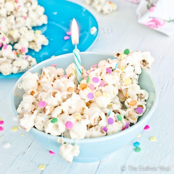 En vez de tarta de cumpleaños, palomitas! / Instead of birthday cake, popcorn!