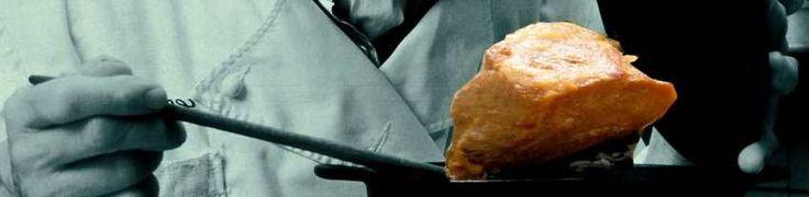 A Carne na Lata Xavante® é carne suína conservada na própria gordura do porco, como se fazia antigamente. Essa técnica secular de conservação da carne, sem refrigeração, consiste no cozimento e fritura da carne de porco até a completa desidratação da mesma. Uma vez retirada toda a água, a carne será acondiciona na lata, onde ficará submersa na gordura suína.A conservação da carne decorre do fato da gordura ser conservante natural. A característica única da Carne na Lata Xavante® é resultado…