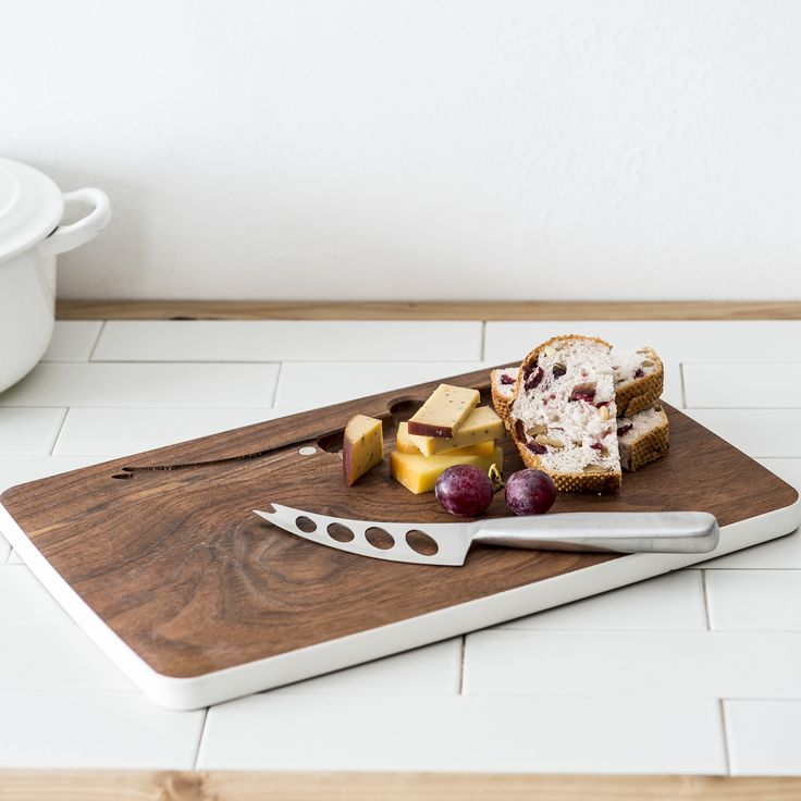 木製チーズボード(White)/https://dmetlabel.com