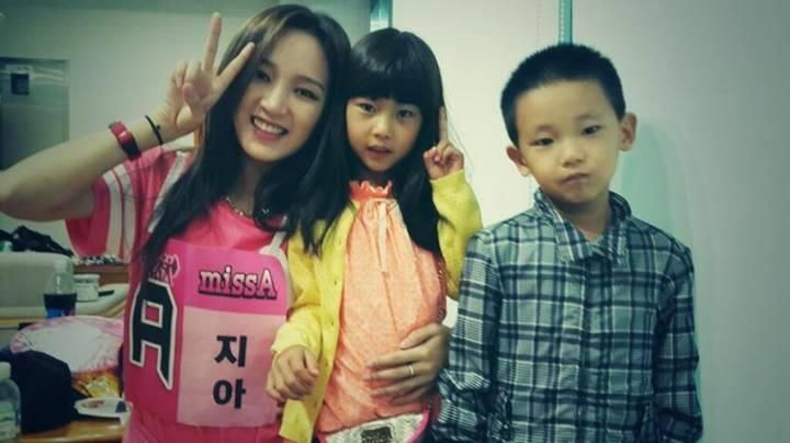 song jia, song jiwook & their mom