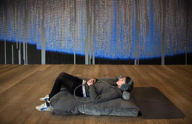 Nathalie Bruys, Fly target Fly (2003). © Gert Jan van Rooij, Museum De Paviljoens