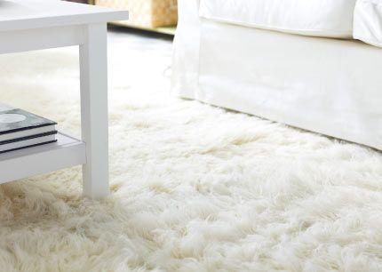 Gros plan sur FLOKATI tapis en laine à velours épais