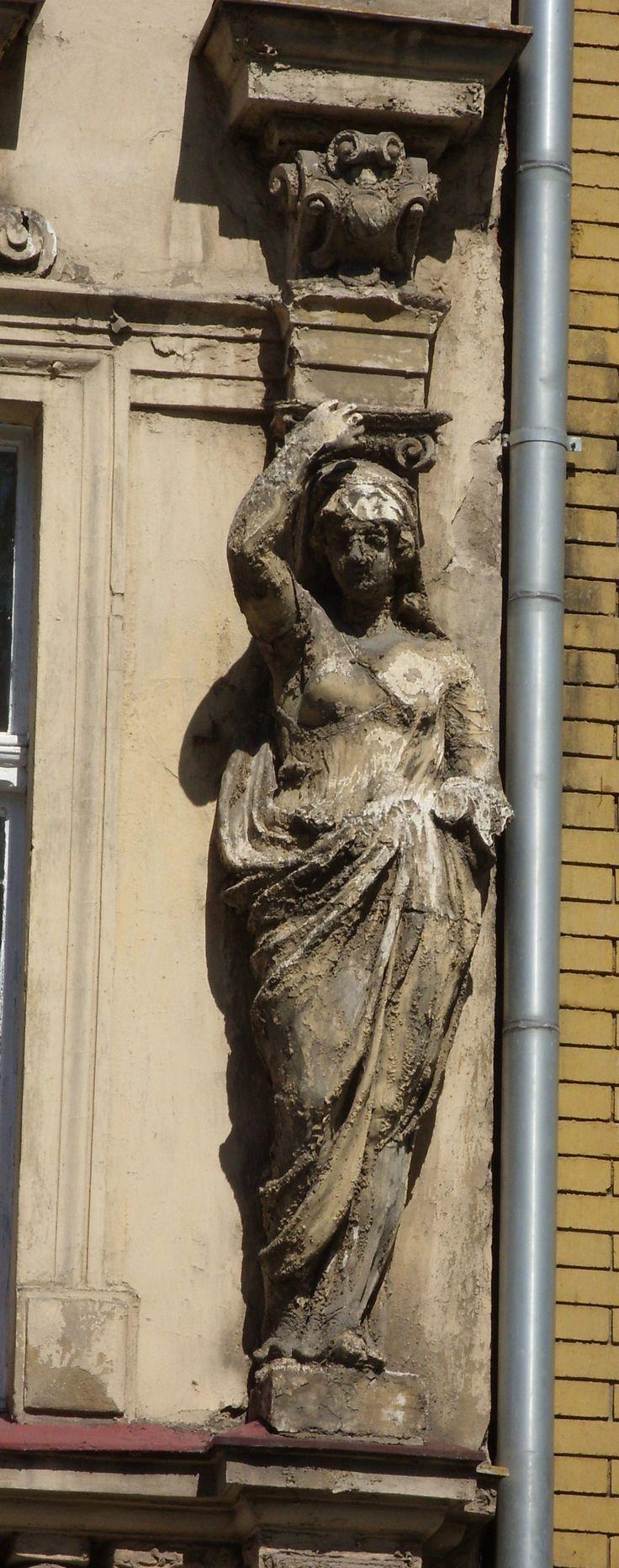 piękne rzeźby zdobiące kamienicę ,Grudziądz