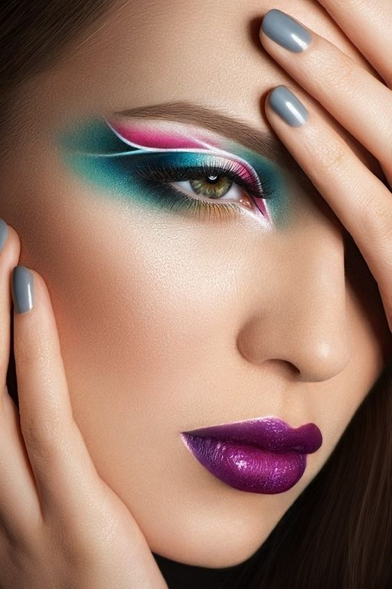 Pensamientos profundos con un maquillaje perfectoSoñar despierta imaginando una vida llena de ilusiones, es algo maravilloso cuando vas maquillada impecablemente, el color de labios es fabuloso así como el diseño artístico de los ojos, que ha sido...