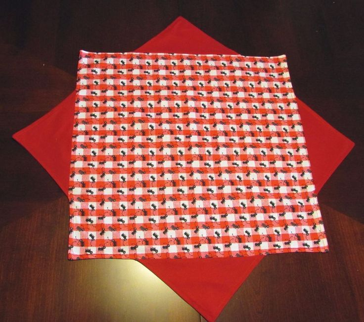 Table topper Red and White checks with fun black ants