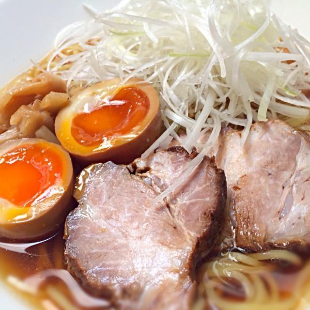 白髪葱たっぷりが好み♪(´ε` ) - 85件のもぐもぐ - 自家製チャーシューと半熟煮卵の醤油ラーメン by Puni3