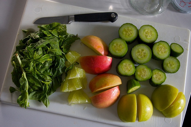 Basil apple cucumber juice with lime