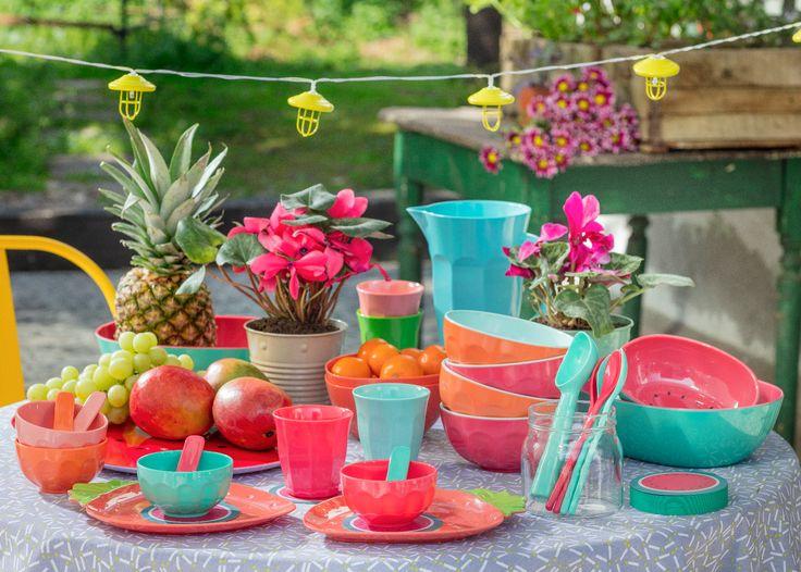 La melamina es perfecta para tener en la terraza, y nuestra nueva colección está disponible en entretenidos colores, para alegrar tus espacios. ¡Ven a conocerla!