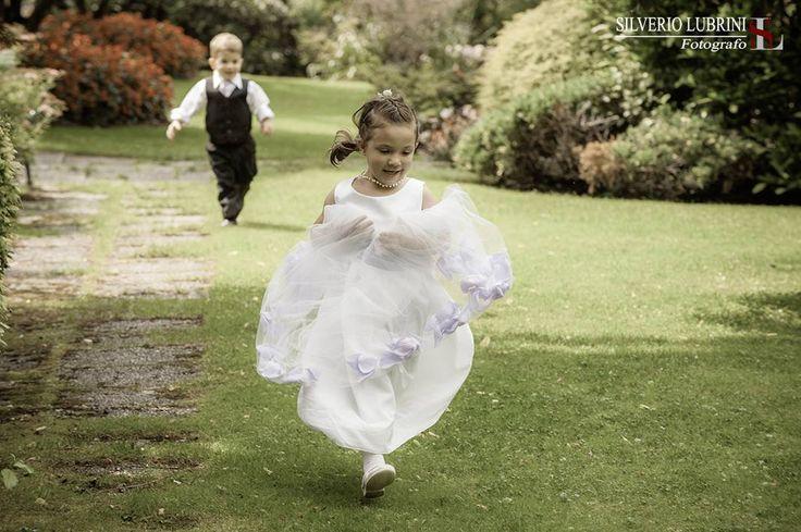 fotografie di bambini ad un matrimonio