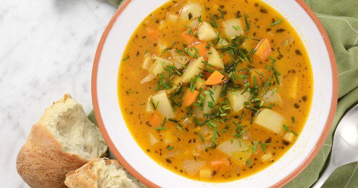 Enkel, god och värmande vintersoppa. Det bästa av allt är att den är lika god, om inte godare, dagen efter. Perfekt matlåde-mat!Se och gör Siris snabba baguetter! Passar perfekt till soppan!
