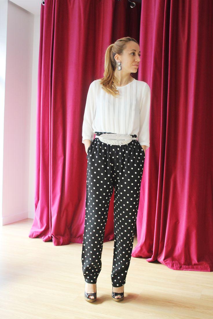 Uno de los estampados estrella de este otoño está en #colettemoda! Os proponemos otro LOOK perfecto de trabajo para marcar la diferencia con comodidad y estilo  Pantalón lunares > http://www.colettemoda.com/producto/pantalon-lunares/