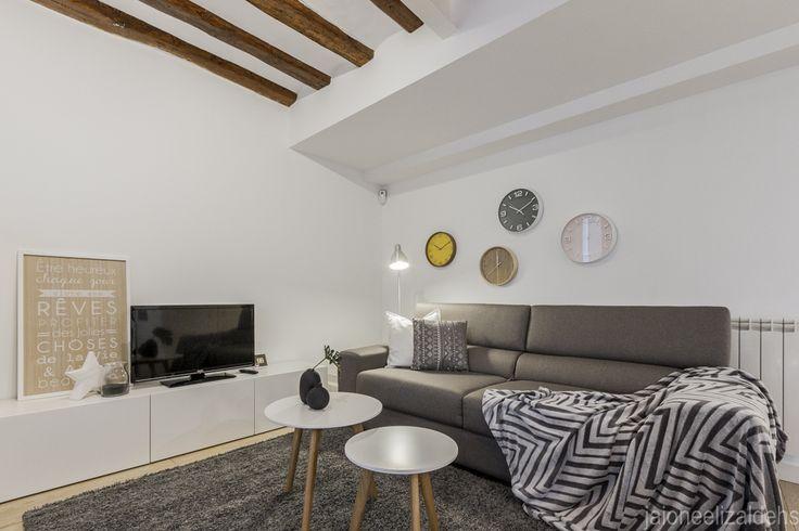 Salón con sofá cama. Proyecto Home Staging.