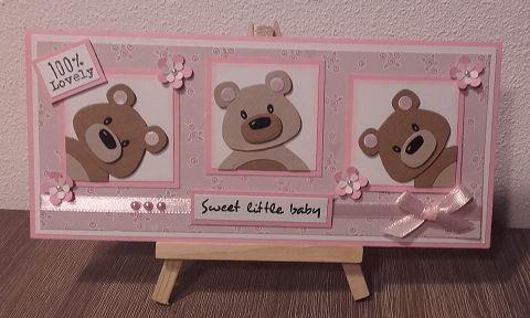Hallo Allemaal,     Vandaag een oh zo schattig babykaartje.   Ik ben er echt helemaal verliefd op..   In mijn omgeving worden een aantal ba...
