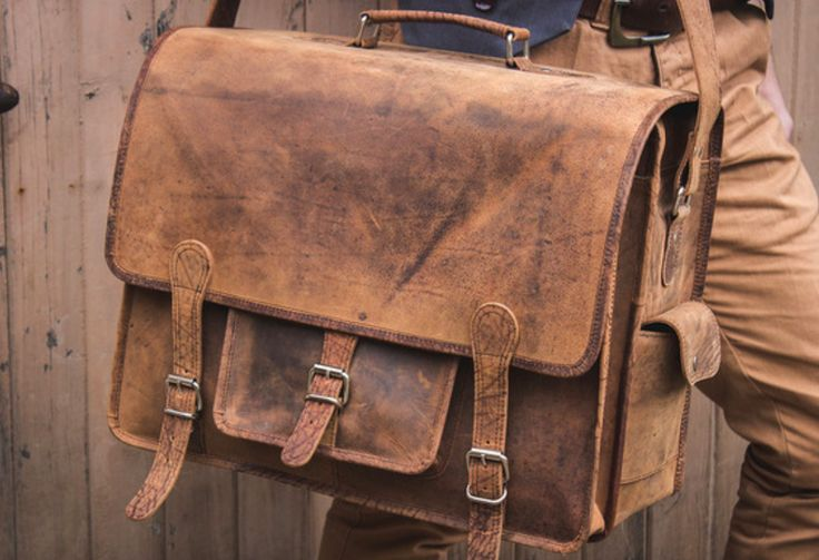 Scaramanga's versatile men's leather Overlander bags are the perfect men's leather bag for men who have a lot to carry. #vintage #leatherbag #giftideas