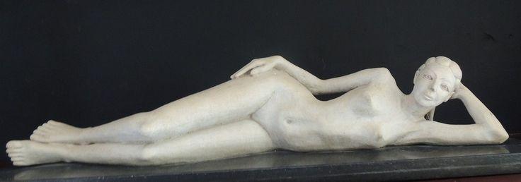 Escultura em Marmore - Mulher Deitada
