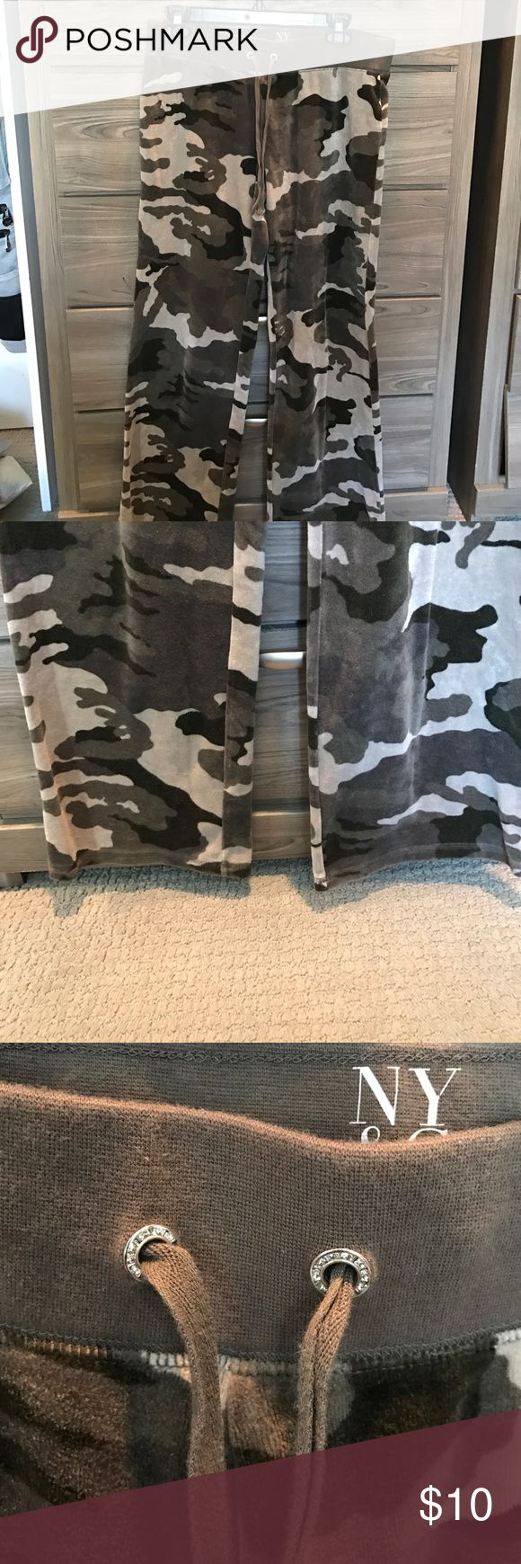 NY & Company olive green camo velvet sweatpants Athleta Cream skinny cord light weight pants. Wide leg itch rhinestone around draw strong. Lightly used. Great condition. Super soft velvet! New York & Company Pants Track Pants & Joggers
