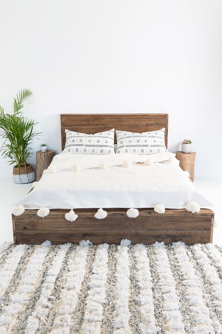 Hendrix & Harlow Hardwood Platform Bed