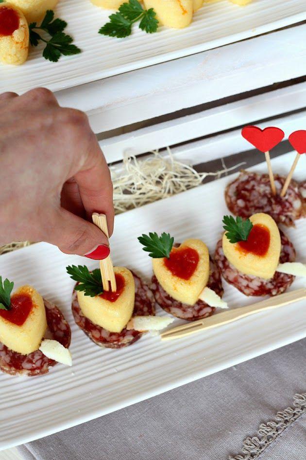 Cuori di polenta con salsa piccante su letto di finocchiona e Chianti Classico