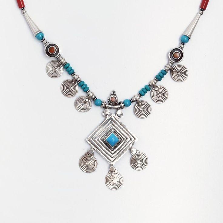Colier unicat Tharu, argint, coral, turcoaz tibetan, Nepal  #metaphora #silverjewelry #silverjewellery #nepal #necklace #turquoise #coral