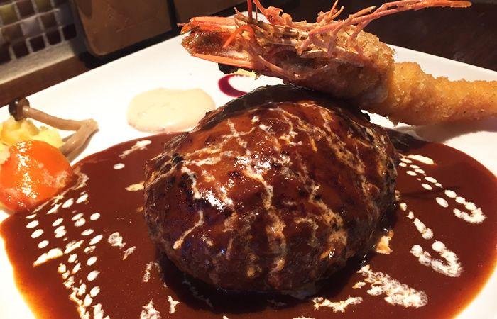 あふれ出す肉汁!裏渋谷「キッチンハセガワ」のハンバーグ&海老フライは並んででも食べるべき