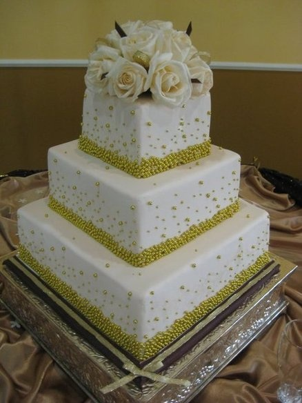 Pin by Butterfly Flutterby on Wedding Cakes-Gold | Pinterest
