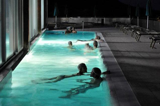 Notti azzurre alle terme del Villaggio della salute fino all'una, ogni venerdì e sabato sera tutto l'anno.