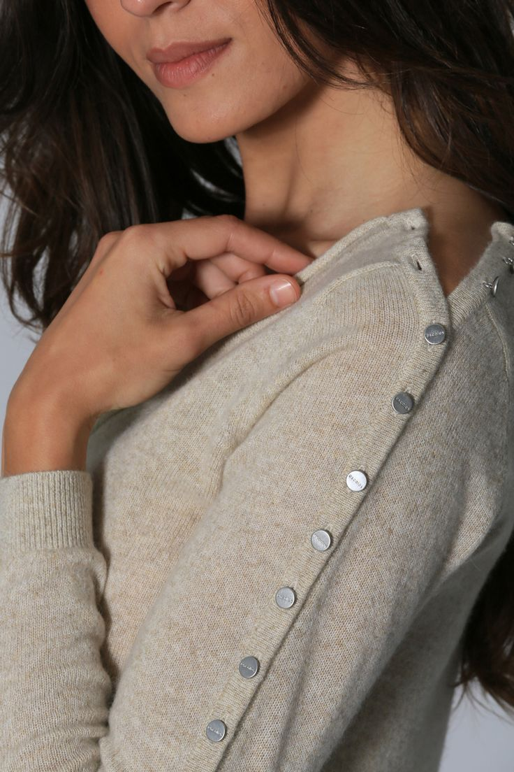 Cashmere sweater style with button details
