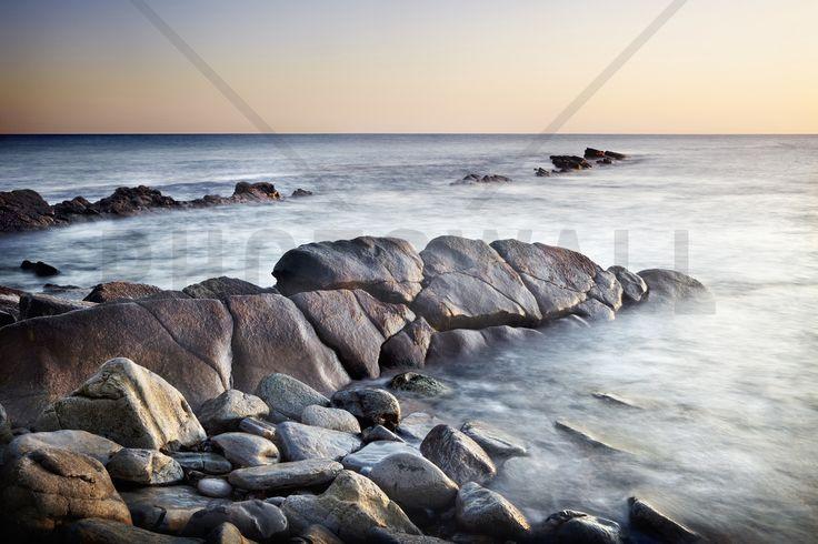 Sunlit Rocks at Dawn - Fototapeter & Tapeter - Photowall