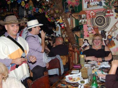 show trova colombiana para animar la noche en pueblito viejo restaurante colombiano en miami