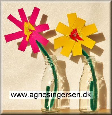 Blomsterne har de ældste børn lavet til mødrene på mors dag. De ældste børn lavede 2 forskellige blomster til mors dag, disse er de simpleste. Klik ind på bloggen og se nærmere på blomsterne. Husk at give mig noget credit når du bruger mine ideer. Her er blomsterne: http://agnesingersen.dk/blog/nemmeblomster Easy kids crafts - Kinderbastelideen