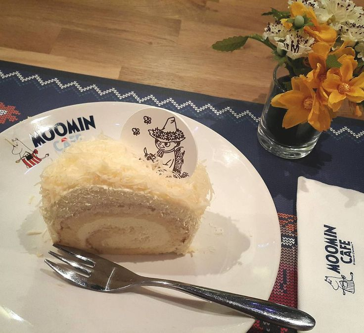 You can enjoy Moomin cafe in Thailand at siam center...