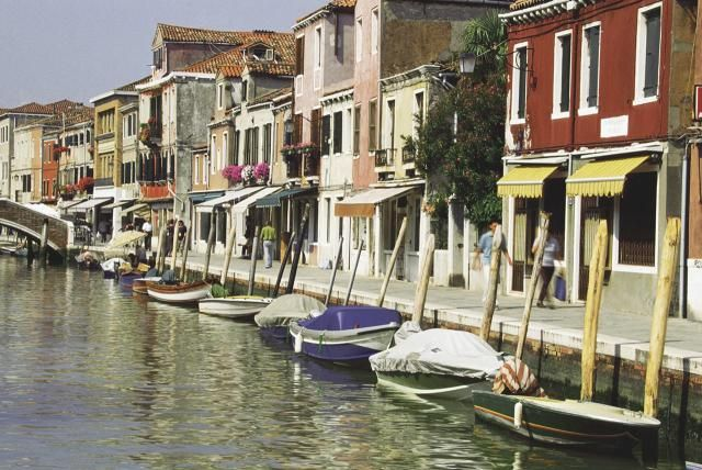 Here are top places to go for day trips from Venice including islands of the Venetian lagoon, villas, and towns in the Veneto region of northeastern Italy.