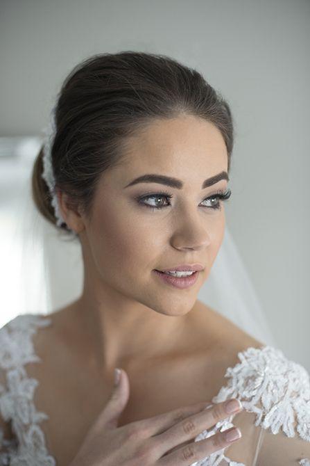 Subtle yet striking bridal makeup paired with an elegant up do #weddingphotography #markjayphotography #sydneyweddingphotographer #bride #style #makeup @makeuptkos #hair @natalieannehair #weddingdress #suzannablazevic