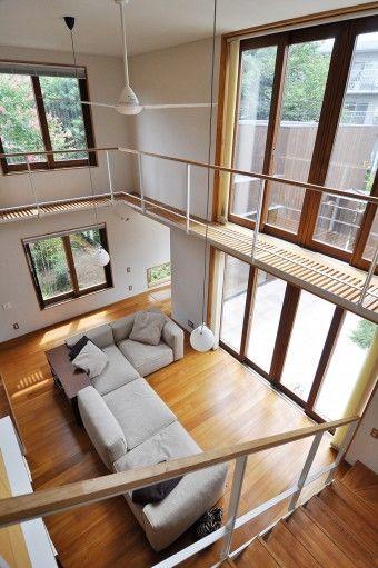 分散配置されたボックス状の家 豊かさの印象を生む 空間の仕掛けと緑