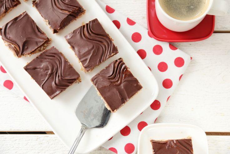"""Sarah Bernard er en favoritt! Jeg er imidlertid ikke tilhenger av for mye """"pirk"""" når jeg skal lage kaker, men når det hele enkelt kan tilberedes i en langpanne er jeg med. Og når det både er enkelt og veldig, veldig godt så må jeg jo dele den med dere!"""