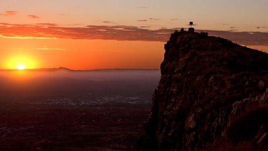 Hike Mt Gillen Alice Springs for the ultimate outback sunset. West MacDonell Ranges, West MacDonnell National Park, Alice Springs, Northern Territory, Australia