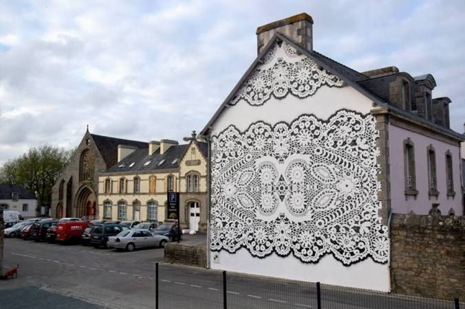 La dentelle bretonne s'affiche en blanc et noir