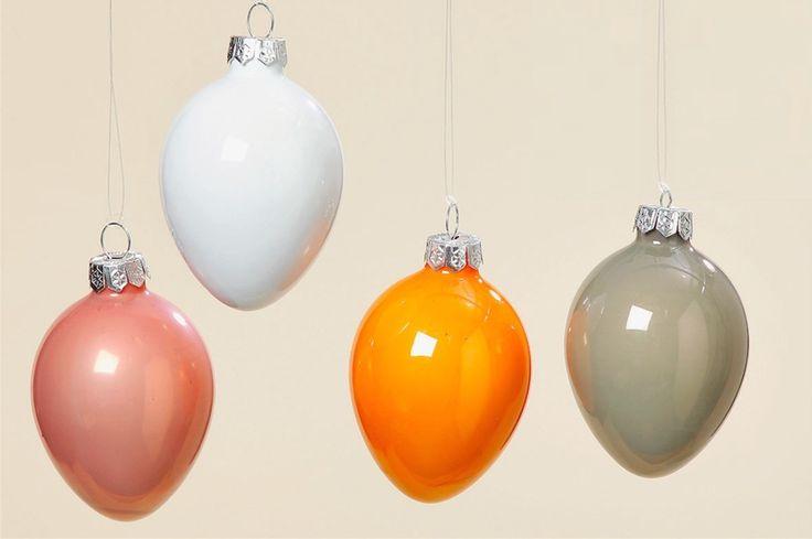 Wielkanocne jajka - bombki szklane, wielkanocne dekoracje, ozdoby na wielkanoc, święta, dekorowanie. Zobacz więcej na: https://www.homify.pl/katalogi-inspiracji/21991/wielkanocne-gadzety-6-propozycji