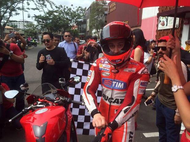 Silahkan baca artikel Kunjungi Indonesia Dovizioso Konvoy Di Jalanan BSD, Tangerang ini selengkapnya di Blogger Berbagi Info