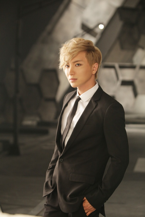 LeeTeuk from Kpop boy band Super Junior - Leader & Singer. This photo is perfection