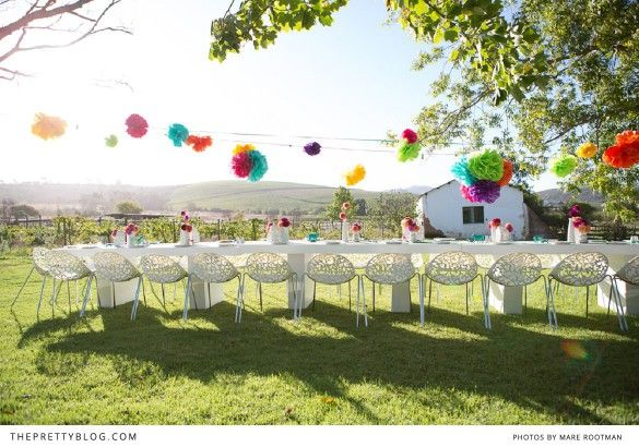 Today we bring you some party ideas for grown-ups. Photographer extraordinaire, Lizelle Lotter celebrated her 30th birthday in January on the beautiful farm where she lives with two friends. Lizelle chose a Mexican inspired look, and we think the bright beautiful pops of colour suits her bubbly personality perfectly.