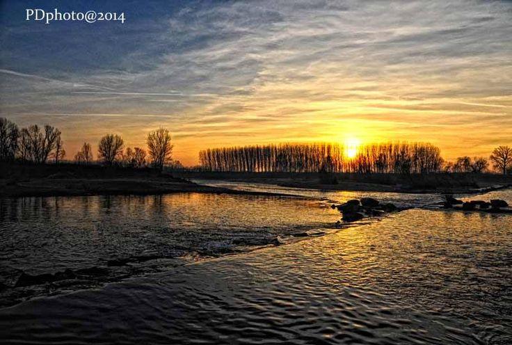Sul Sesia scendono i colori della sera. Pic: Daniele Piedinovi #Lomellina #Sesia #ambiente #tramonti