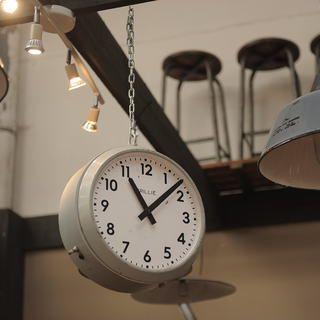 http://www.legrenier.eu/fr/stock/produit/1-ou-2-horloges-electrique-brillie-double-faces-1950.html