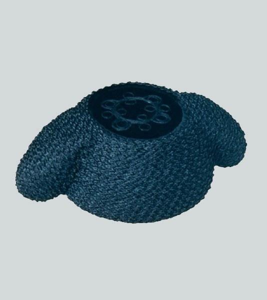 Montera de Torero de Pasamanería. La montera es el sombrero que usan los toreros, está confeccionada en color negro y forrada con una tira de pasamanería y en la que destaca su parte superior con terciopelo y dibujo bordado. Se utiliza para saludar en la Plaza de Toros y para brindar el Toro. Tallas: de 54/ 61. ESTE ARTÍCULO SE VENDE SOBRE PEDIDO. CONSULTE PLAZO DE ENTREGA